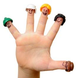 Kinder- Finger mit aufgemalten Gesichtern und Hüten