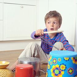 Trommeln als Bewegungsspiel für Kinder