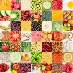Tischset mit verschiedenen gesunden Nahrungsmitteln