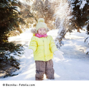 Kita-Kind im Schneeregen