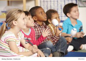 Kita-Kinder beim Musizieren