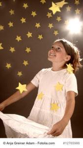 Mädchen fängt Sterne