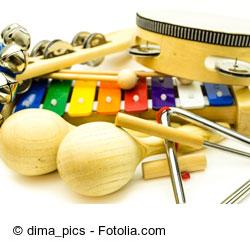 Mithilfe von Instrumente können die Kinder Reime ganz einfach harmonisch vertonen.