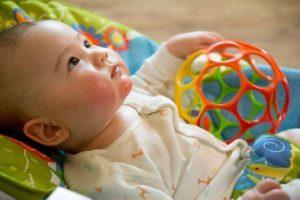 Babys benötigen viel Aufmerksamkeit und einen niedrigen Betreuungsschlüssel