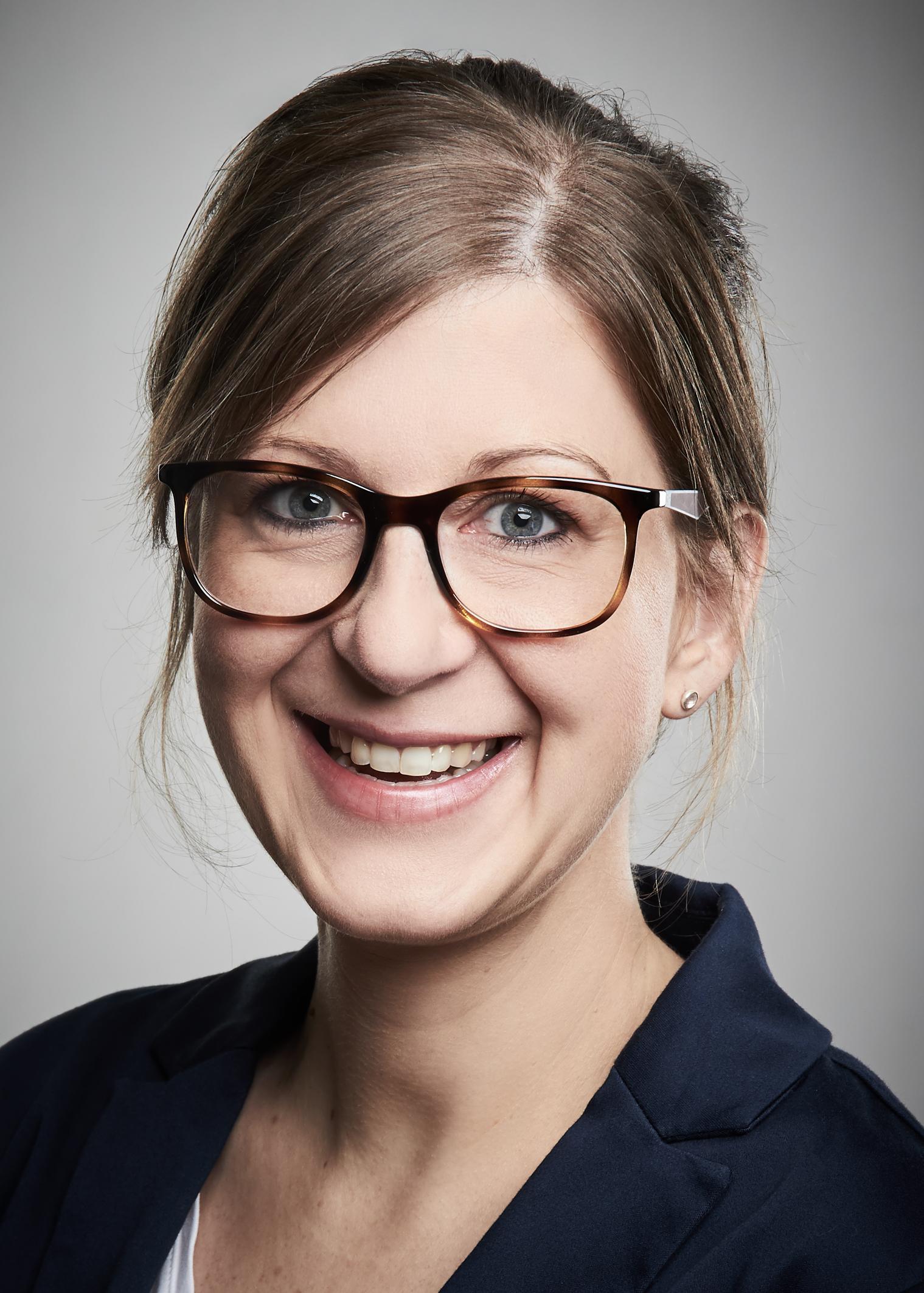 """Daniela Trageser, Chefredakteurin """"Schulkinder nachhaltig betreuen"""""""